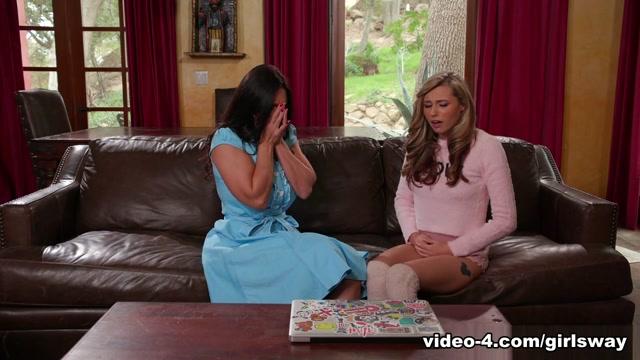 Blonde Nubile Carolina Sweets Gets Licked by Her Stepmom Mindi Mink