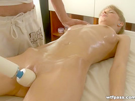 Skinny cutie massage squirt on pointer sisters