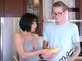 Veronica Avluv & Buddy Hollywood in Banana Nut Muffin - Brazzers