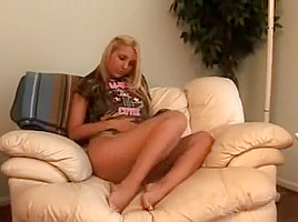 Sandy Summers Dildoing On Couch