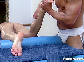 Gio Cruz and Mark Coxx - UKNakedMen