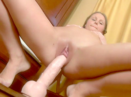 The Perfect Ass On Blond Babe Veda Envelops Her New Toy