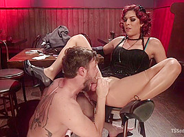 Kendra Sinclaire demands to fuck and get fucked!