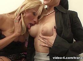 Armandi & Principessa in Blondie Armandi Fucking Principessa's Pussy - TransErotica