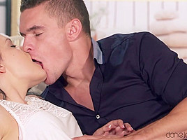 Anie Darling & Max Dyor in Intimate College Sex And Facial - Danejones