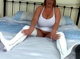 Snazzy busty Carol Brown masturbate her pussy