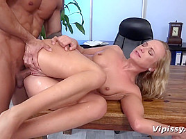 Vinna Reed in HD Pissing Video Soaking The Cleaner - Vipissy-
