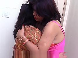Maa Aur Mausi Ka Lesbian Sex Aur Ladka Dekha Rahahai