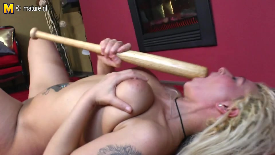 OMG older mommy fucking her baseball bat