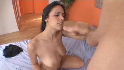 Tugjob and jizz flow on her butt