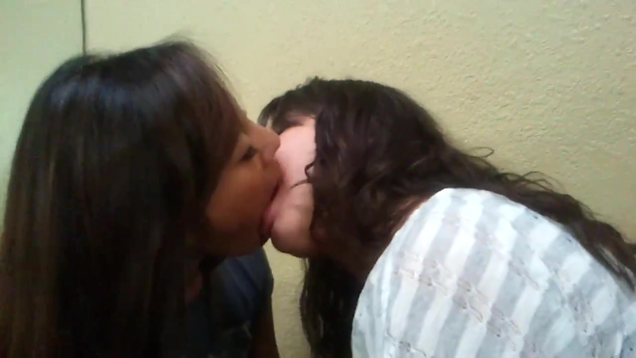 Lesbo kiss - two asian lesbian facesitting 2