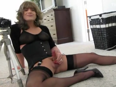 Posing for Camera Girl with nice tits has an orgasm