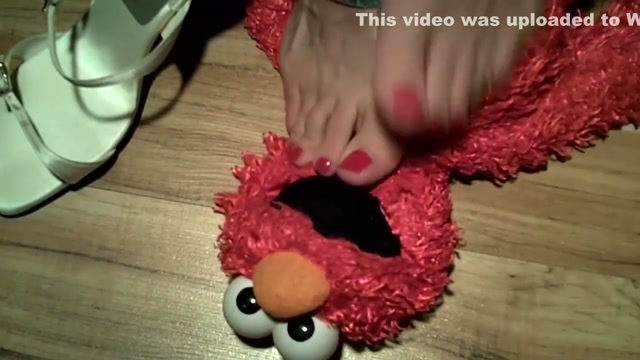 elmo loves bare toes indonesian cute women naked