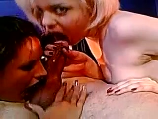 Cumshot in den Mund British busty blonde babe banged on casting