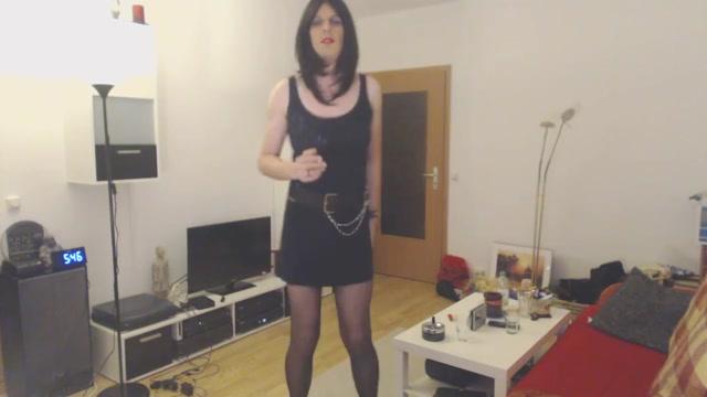 Tanzen im Abendkleid lady with fat ass