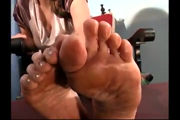 Clean her dirty feet