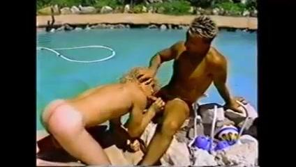 Fond Focus (1989) Wild naked babes
