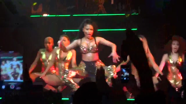 Nicki Minaj - Anaconda (Live) Paris, Zenith (26.03.2015) Exhib milf flashing in store