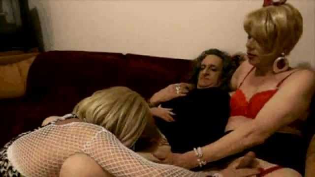 Cyndee and her friends sucking Sexy download videos