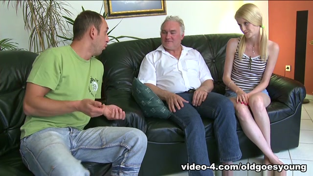 Older man licks shaved pussy and fucks hot body - OldGoesYoung Sexy patterned leggings
