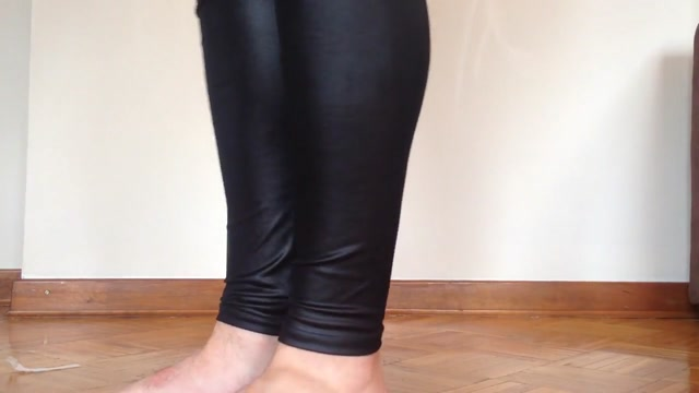 Guy solo fucking small dildlo in sexi leggings latex. sex hurts my penis