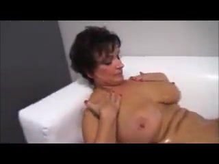 Oiles big titty mature plays with junior cock avoiding a relationship and porn