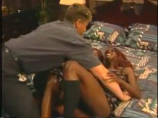 Lucky white guy has fun with two black girls. foto ragazze sexy amatoriali