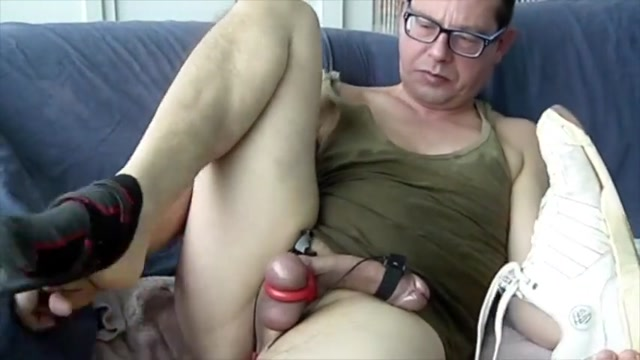 Estim and pissing in a green tanktop. Girlfriend first time naked