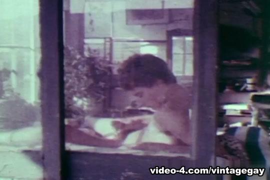 VintageGayLoops Video: Troy Gujarati Sil Pack