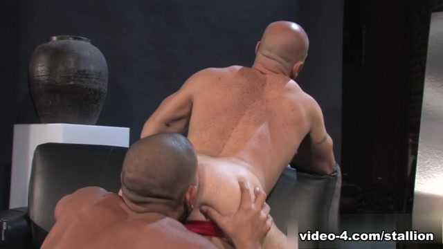 Antonio Biaggi & Aitor Crash in On The Job - Part 01, Scene #01 Half naked pic with abs