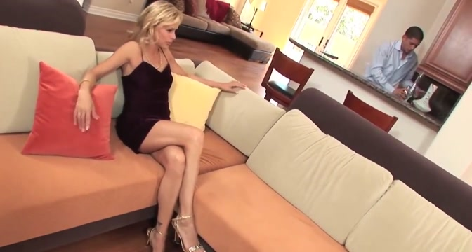 Mature blonde cougar in heels take a facial Exes getting back together years later