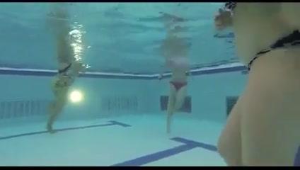 Heerlijk weer het zwembad in