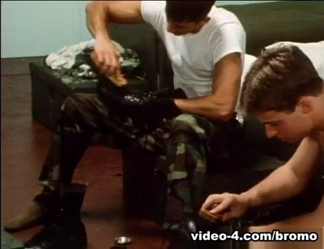Boys Of Company F Scene 2 - Bromo Massage voor heren