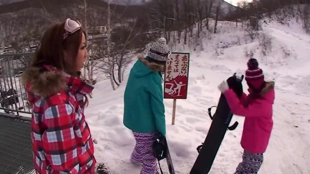 Akari Hoshino,Rin Aikawa,Wakana Kinoshita in Snowboarder Seduction - CosplayInJapan
