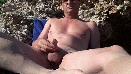 Wank Sexy nude girls in toilet