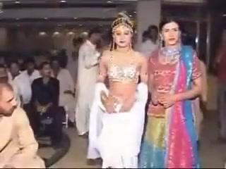 aasi anjh dohlna jevay 1 madam jani Hot dress big tits innocent