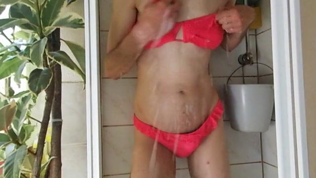 Im neuen bikini Freehookuptonight