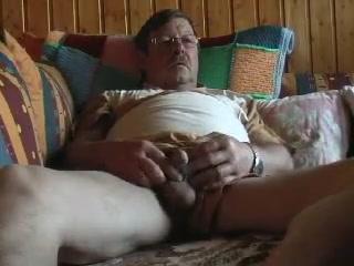 Auf der Lust couch am entspannnen free male sex porn