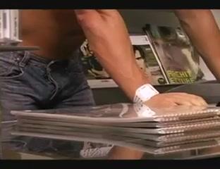 Cazzi e culi in calore nel negozio Chinese anal girl