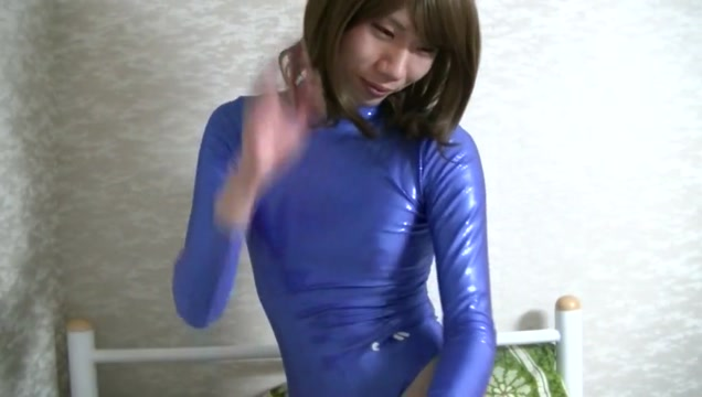 Metallicblue leotard (taken on vieiocam)