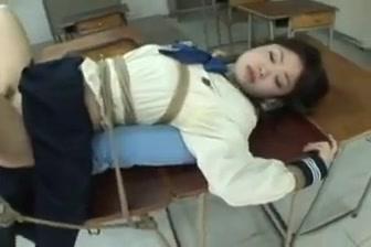 Jeune etudiante japonaise bondagee baisee et enculee Milf Natalie