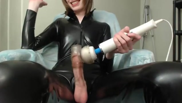Bubbly tgirl uses toy asian girl naked dance