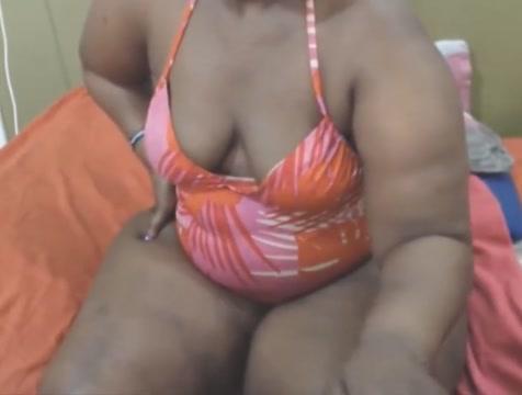 Ebony shake that butt