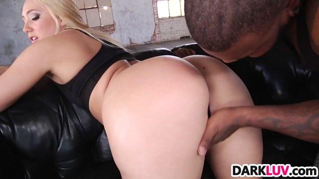 Curvy AJ Applegate takes a BBC pounding Naked women in map