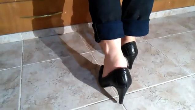 Exibindo meus pes scarpin preto salto alto Perfect wet tits girl