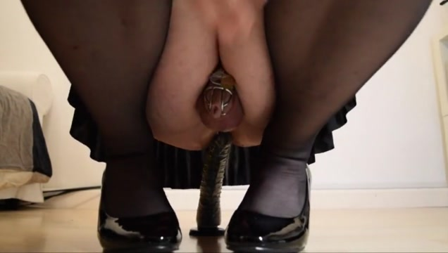Crossdresser rides small dildo Jennifer aniston finger in butt