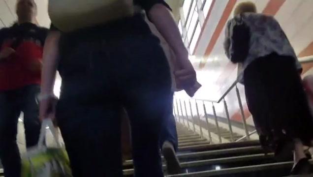 Ass rushing to the bus