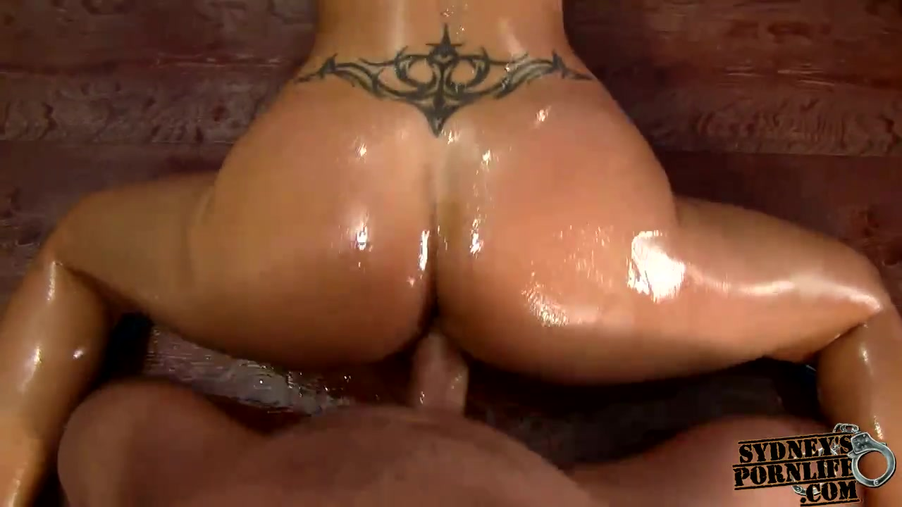 CURVY GIRLFRIEND RECEIVES DRILLED HER OILED HOT WAZOO !! What age is acceptable for online dating