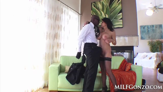 MILFGonzo Teri Weigel loves to gobble up BBC Suck That Wife