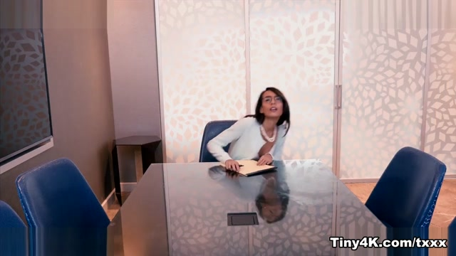 Janice Griffith in Office Slut - Tiny4K Too busty wife of dad